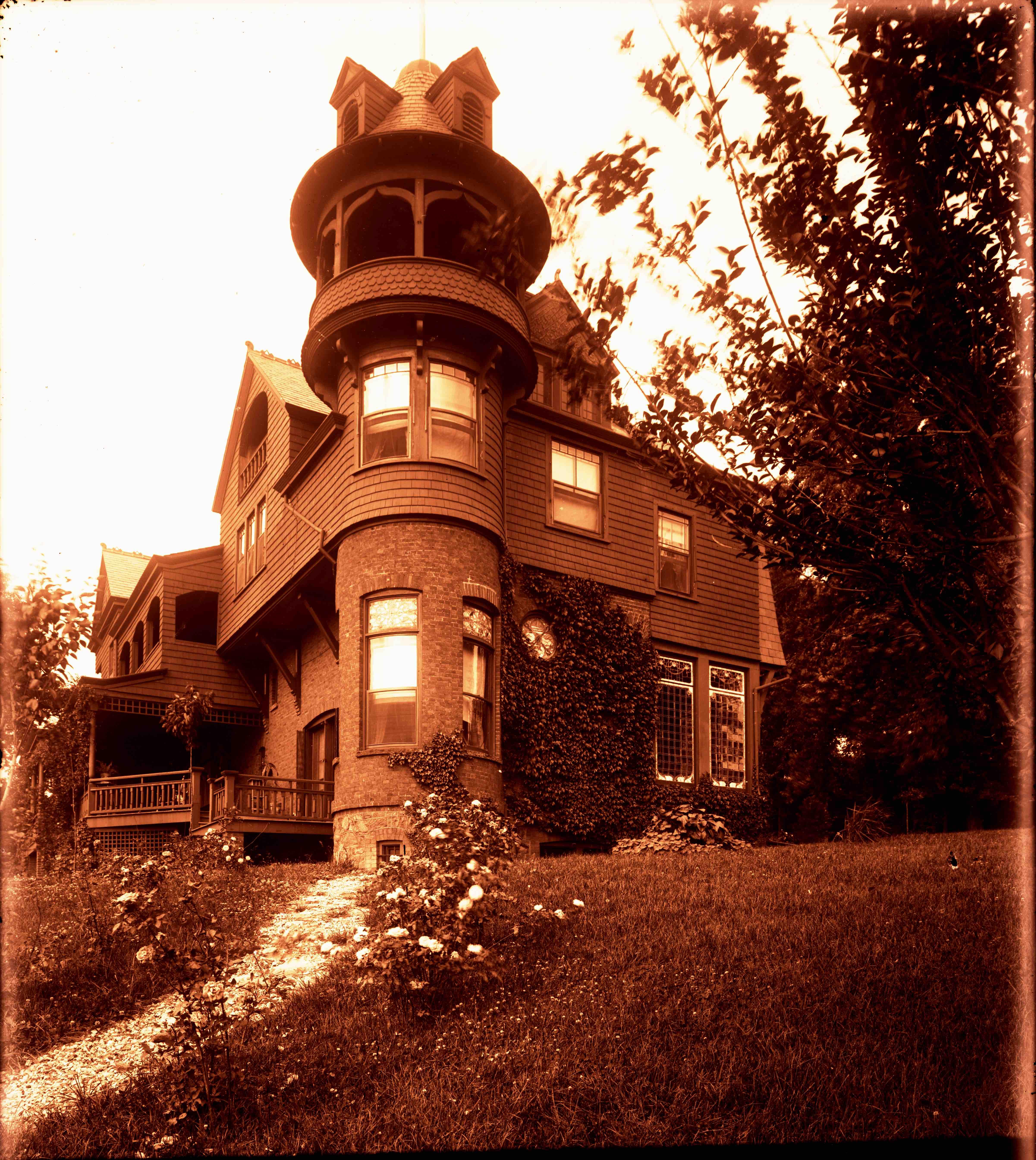 1925 Parlor, Snug Park